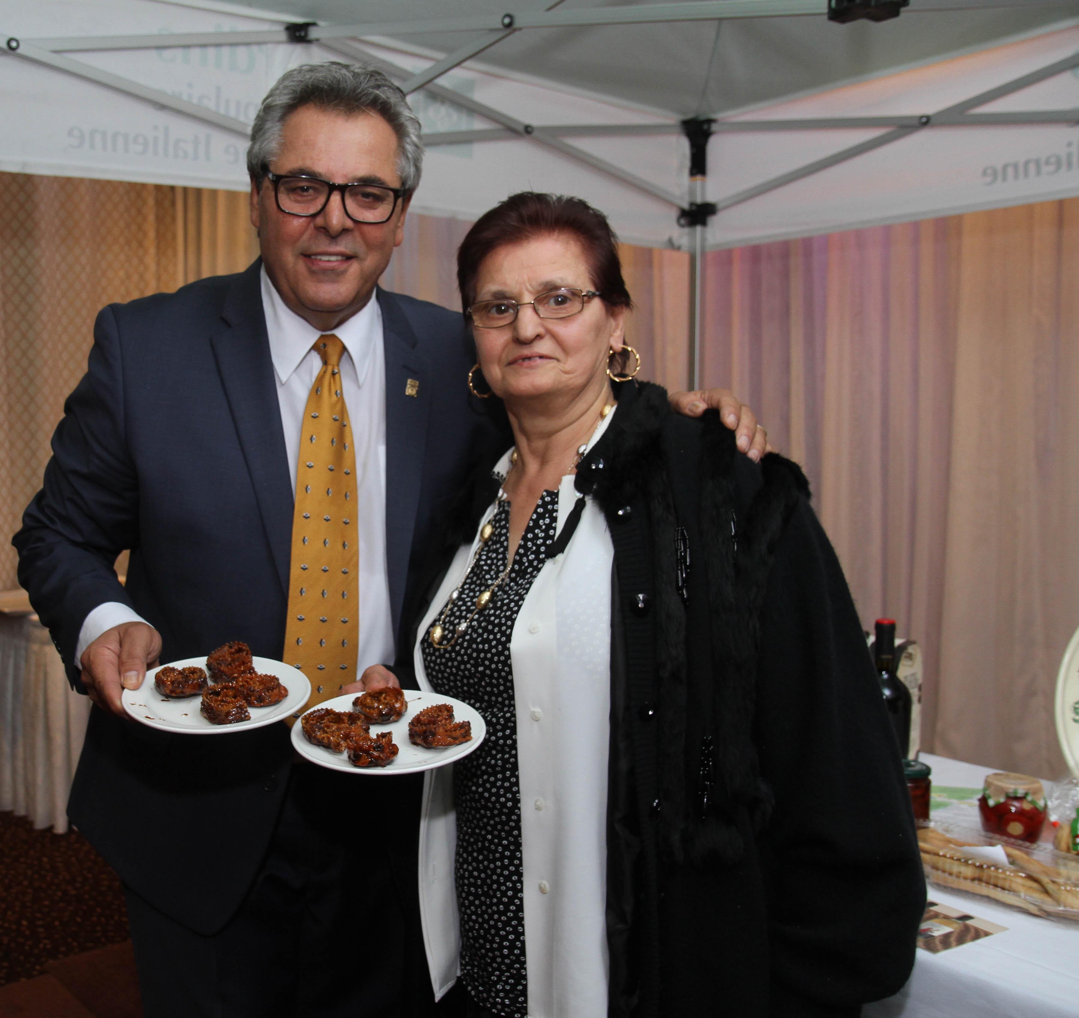 Cav. Rocco Mattiace e Lina Parlati produttrice delle cartellate